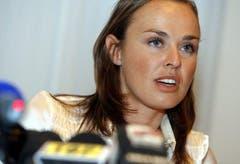 Ihren Tiefpunkt erreicht Martina Hingis 2007. Das Comeback verläuft nicht wie erhofft, eine positive Dopingprobe von Wimbledon versetzt ihrer Karriere den Todesstoss. Hingis bestreitet vergeblich die Vorwürfe, Kokain genommen zu haben. (Bild: Keystone)
