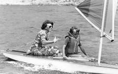Am 3. Juli 1979 ist Prinz Johan Friso mit seiner Mutter Beatrix während der Sommerferien in Italien auf einem Yacht-Trip. (Bild: Keystone)