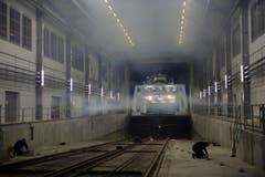 """Die """"Euregia"""" schaute bei Revisionen bisher aus der Werft, weil sie zu lang war - nun passt sie komplett ins Gebäude. (Bild: Reto Martin)"""