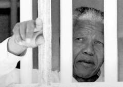 18 Jahre verbrachte Nelson Mandela in Zelle Nummer 5 auf Robben Island, insgesamt 27 Jahre war er inhaftiert (1994). (Bild: Keystone)