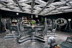 In Chur eröffnete Giger eine eigene Bar. (Bild: Keystone)