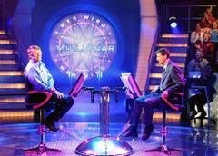 """1999 übernahm Jauch die Quizshow """"Wer wird Millionär?"""". Ein Bild aus einer Sendung vom Dezember 2000. (Bild: Keystone)"""