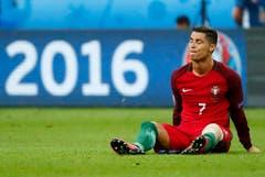 Es geht nicht mehr: Ronaldo muss ausgewechselt werden. (Bild: Keystone)