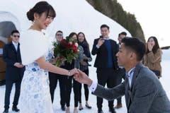 Der echte Heiratsantrag nach der falschen Hochzeit. (Bild: Keystone)