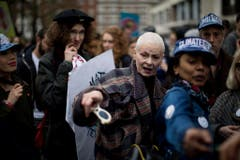 Vivienne Westwood an einem Fracking-Protest in London. (Bild: Keystone)