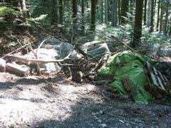 Bauschutt wird immer wieder illegal im Wald entsorgt. (Bild: Oberforstamt Appenzell Ausserrhoden)