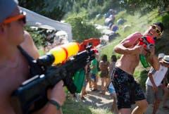 Oder mit Wasserpistolen. (Bild: Coralie Wenger)