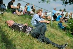 Ein müder Zuschauer gönnt sich ein Nickerchen. (Bild: Reto Martin)