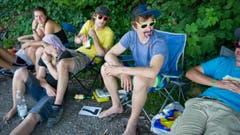 Im Campingstuhl am Waldrand. (Bild: Coralie Wenger)