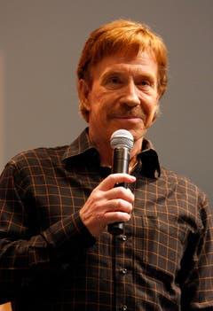 """""""Warum schläft Chuck Norris immer mit Licht? Weil sich die Dunkelheit vor ihm fürchtet."""" (Bild: Keystone)"""