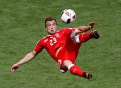 Trotz Ausscheidens gab es für die Schweizer einen Trostpreis: Mit einem sensationellen Fallrückzieher-Goal verzückte Xherdan Shaqiri die Fussball-Welt. War es vielleicht gar das schönste Tor der EM? (Bild: Keystone)