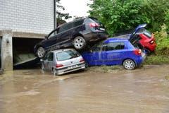 Gestapelte Autos in Kradolf. (Bild: Mario Testa)