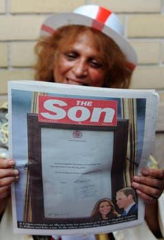 Die Boulevardzeitung «The Sun» hat ihren Namen nach der Geburt in «The Son» (der Sohn) umgeändert. (Bild: Keystone)