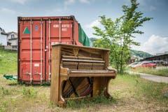 Klavierspielen im Lattich-Kulturquartier auf dem Güterbahnhof-Areal, quasi als Vorbote auf die Open-Air Saison. (Bild: Hanspeter Schiess)