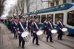 Musikalisch begleitet ging es durch die Strassen Zürichs. (Bild: Urs Jaudas)