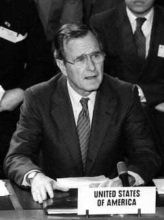 """Nur vier Jahre im Amt war der 41. Präsident George Bush Hauptsächlicher Grund für seine Nichtwiederwahl war der Bruch seines Versprechens: """"Read my lips: no more taxes"""". (Bild: Keystone)"""