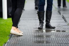Nicht jeder hatte am CSIO das passende Schuhwerk dabei. (Bild: Urs Bucher)