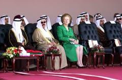 In einer von Männern dominierten Umgebung blühte sie richtig auf: Margaret Thatcher bei einem Besuch in Kuwait (2001). (Bild: Keystone)