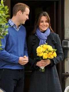 Das adlige Ehepaar verkündet die frohe Botschaft am 6. Dezember 2012: Kate ist guter Hoffnung. (Bild: Keystone)