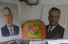 Die Porträts früherer Sowjetführer sind mit radioaktivem Staub überzogen. (Bild: Keystone)