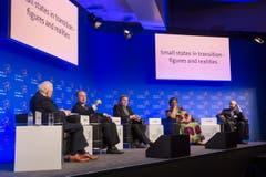Symposium St. Gallen 2015: Panel Podium mit Lord Griffiths of Fforestfach, Joseph Muscat, Sigmundur Daviš Gunnlaugsson, Hanna Tetteh und Jack Markell (von links) (Bild: Urs Bucher)