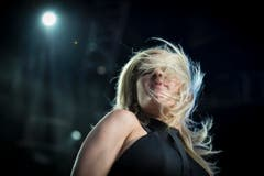 Ellie Goulding aus England auf der Sitterbühne. (Bild: Benjamin Manser)