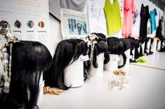 Kostümschneider bei der Arbeit. (Bild: Andrea Stalder)
