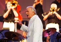 Bandleader und Komponist James Last begeistert das Publikum am 13. Mai 2009 anlässlich seines Konzerts im Zürcher Hallenstadion. (Bild: Keystone)