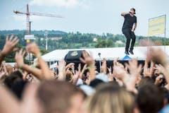 ...und beim Hüpfen mit den Massen. (Bild: Benjamin Manser)