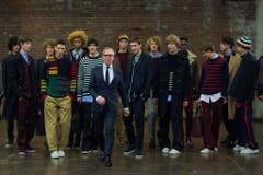 Hilfiger sorgte für das Revival des in den 1970er Jahren populären Collegestils und gilt mit seinen Jacken und Shirts im Vintage-Stil als Wegbereiter des All-American Style (klassisch, ordentlich, schnörkellos). (Bild: Keystone)