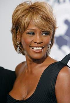 Blonde Haare, strahlendes Lächeln: Whitney Houston zeigt sich 2006 bei einem Benefiz-Ball in Beverly Hills. (Bild: Keystone)