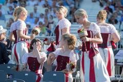 Die Ehrendamen an der Eröffnungsfeier. (Bild: URS FLUEELER)
