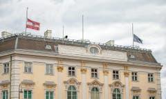 Flags at half-mast in Vienna (Bild: Keystone)