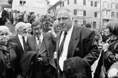 Günter Grass an der Beerdigung des Schriftstellers Max Frisch 1991 in Zürich. Rechts von ihm ist Siegfried Unseld vom Suhrkamp-Verlag. (Bild: Keystone)