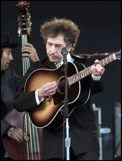 """2004 überraschte Dylan seine Fans, als er den Song """"Love Sick"""" für eine Damenunterwäsche-Werbung freigab. Im Video-Spot von Victoria's Secret ist er sogar selbst zu sehen, wechselweise mit dem Topmodel Adriana Lima. (sda) (Bild: Keystone)"""