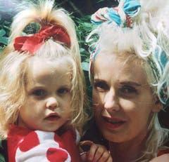 Die kleine Peaches mit Mutter Paula Yates: Das Foto war das letzte Lebenszeichen der 25-Jährigen auf Twitter. (Bild: pd/Instagram)