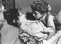 """Der Roman """"Die Blechtrommel"""" machte Grass über Nacht weltberühmt. 1979 wurde das Buch mit Andrea Ferreol und David Bennent verfilmt. Volker Schlöndorff führte die Regie. (Bild: Keystone)"""