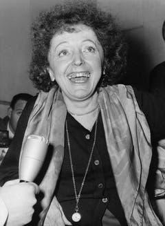 Madame singt wieder: Ende Januar 1962 begab sich Edith Piaf erstmals nach einer längeren Erkrankung wieder ins Aufnahmestudio nahe von Paris. (Bild: Keystone)