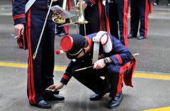 Wer ein echter Musiker ist, putzt einem Kollegen vor einem Auftritt auch schon mal die Schuhe. (Bild: Keystone)