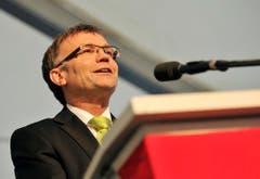 Regierungsratspräsident Kaspar Schläpfer würdigt Hansjörg Walter. (Bild: Reto Martin)