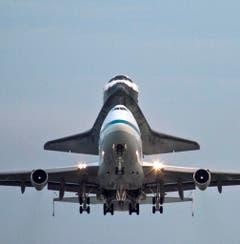 Auf dem Rücken eines Jumbo-Jets absolvierte die US-Raumfähre Endeavour im September 2012 ihre letzte Reise. Die Endeavour wurde vom Kennedy Space Center in Florida in ein Museum nach Kalifornien gebracht. (Bild: Keystone)