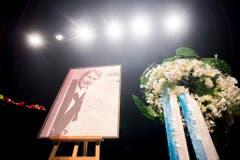 Ein Kranz mit einem Abschiedsgruss der Stadt Zürich für den verstorbenen Sänger und Entertainer Udo Jürgens. (Bild: Keystone)