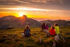 Sonnenaufgang am Hohen Kasten, von der Alp Sigel aus beobachtet. (Bild: Urs Bucher)
