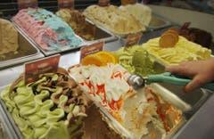 Nicht nur Klassiker, auch exotischere Glaces essen Landsleute auf der ganzen Welt. (Bild: Keystone)