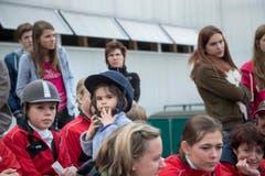 St. Gallen - OFFA FrYhlingsmesse Freitzeit- und Sportmesse und Pferdemesse Besucher bei oder in der Arene bei der Darbietung der Pferdevoltiiererinnen , junge Reiterinnen (Bild: Ralph Ribi)