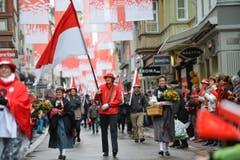 Mit Fahnen und vielen Menschen hat der Kanton Solothurn in der Innenstadt gefeiert. (Bild: Ralph Ribi)