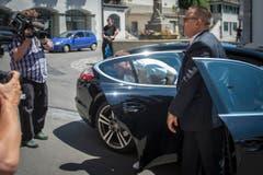 Der Moment, auf den alle gewartet haben: Jan Ullrich steigt aus dem Wagen aus. (Bild: Benjamin Manser)