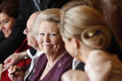 Während der Abdankungszeremonie lächelt Prinzessin Beatrix ihrer Schwiegertochter Maxima zu. (Bild: Keystone)
