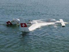Dieses Mal ging das Unglück glimpflich aus - vor rund einem Monat verloren bei einem ähnlichen Unfall zwei Menschen vor Bregenz ihr Leben. (Bild: Seerettungsdienst Rorschach)