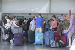 Hunderte von kanadischen Touristen verlassen die Dominikanische Republik aus Angst vor dem Tropensturm. (Bild: Keystone)